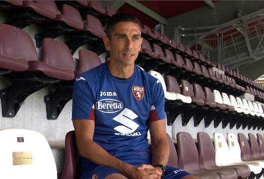 Moreno Longo seduto in tribuna al Filadelfia